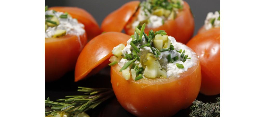 Sommerlich gefüllte Tomaten